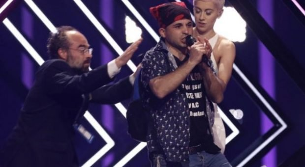 Shikoni si është gjendja e këngëtares britanike pas SKANDALIT në Eurovision (VIDEO)