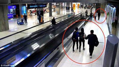 """Shikoni momentin si rrëmbehet një grua në aeroport pa """"problem"""" fare (FOTO)"""