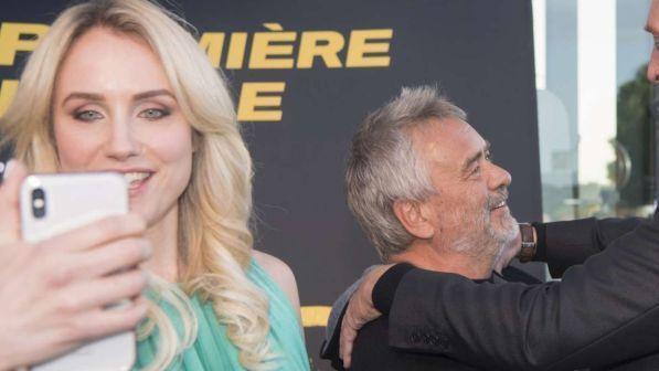 Artistja akuzon për përdhunim regjisorin Luc Besson: Humba ndjenjat pasi piva një…