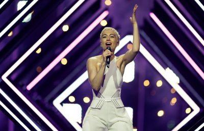 Incident në skenën e Eurovizion: Gjatë performancës këngëtarja e Britanisë së Madhe, sulmohet nga…