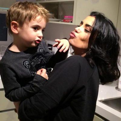 Djali i Jonida Maliqit nuk është aspak i lumtur kur sheh mamin në ekran: E mbyll, ose kërkon…