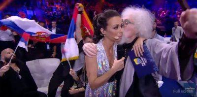 Pas Eugentit, moderatorja e Eurovision 'gjuan' plakun serb: Do martohesh me mua?