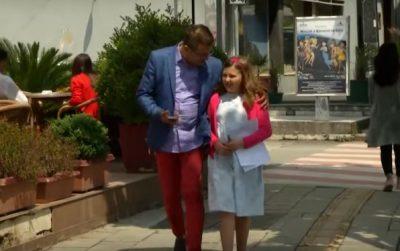 Kantautori shqiptar tregon historinë me vajzën: Na duhej e qara për këngën, kështuqë…