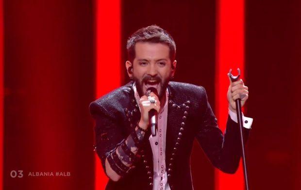 Eugent Bushpepa ngjitet në Eurovizion, performanca e tij ngre në këmbë publikun