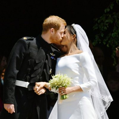 """""""Dhuratat i kthen edhe mbreti"""": Meghan Markle dhe princi Harry refuzojnë 9 milion dollarë të ardhura në dasmë"""