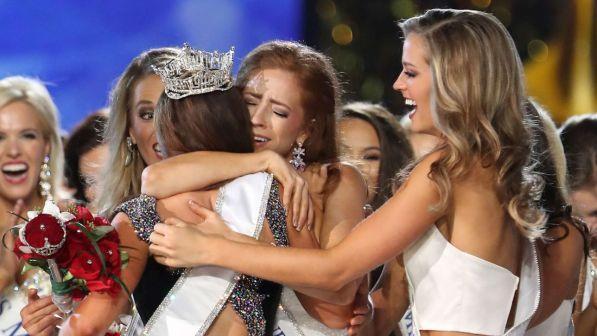 Kthesë në Miss America, për herë të parë tri gra drejtuese