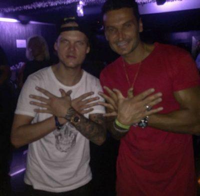 Ndarja nga jeta e Avicii, flet shqiptari mik i tij: Si e njoha DJ-in, ju rrëfej telefonatën e fundit me të dhe…