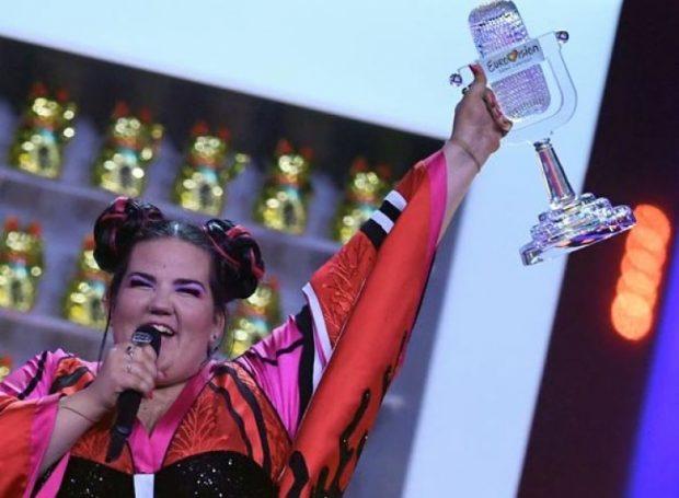 """Na habiti me triumfin e saj në Eurovision! Kush është Netta, """"vajza-pulë"""" që fitoi vendin e parë"""