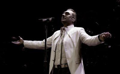 Pasi tha se i DONTE shqiptarët, këngëtarit grek i KUNDËRVIHEN: Nuk do të këndosh më asnjë… (FOTO)