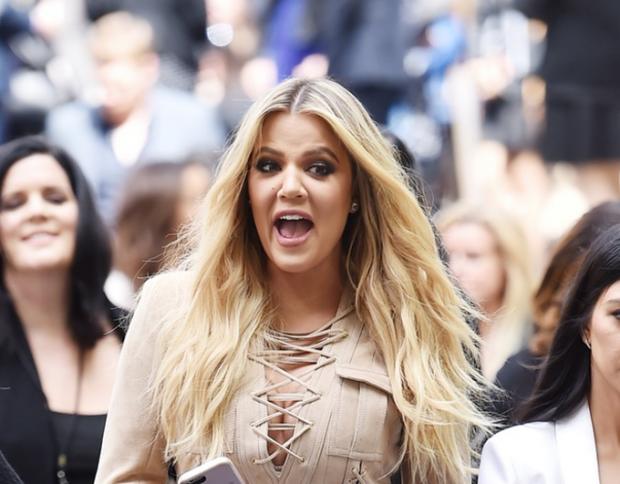 Fansat e kritikojnë, Khloe Kardashian tregon trupin pas lindjes: E dini sa herë …? (FOTO)