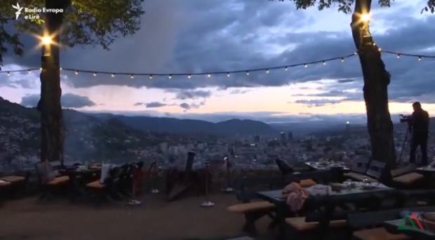 VIDEO/ Tradita e çuditshme në Sarajevë, një gjuajtje me top mbledh myslimanët në Iftar