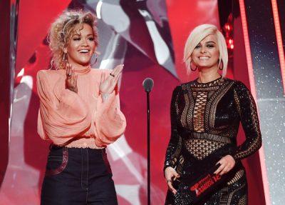 Filloni të kërceni sepse Rita Ora dhe Bebe Rexha sapo publikuan këngën e tyre të parë (VIDEO)