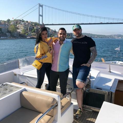 Zbulohet e shkuara plot SKANDALE dhe akuza për VRASJE e të dashurit miliarder të këngëtares shqiptare (FOTO)