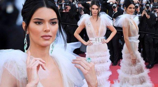 """""""MBRETËRESHA E FESTIVALIT TË FLIMIT""""/ Kendall Jenner shkëlqen në Kanë, ju lë pa fjalë (FOTO)"""
