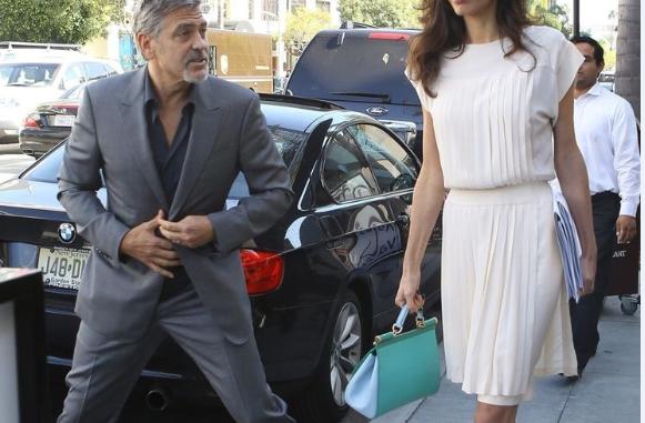 DONI TË DUKENI TË RINJ DHE SEKSI/ Si të visheni me stil pas të dyzetave? Jua themi ne! (FOTO)