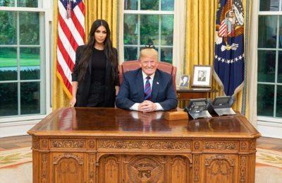 Kim Kardashian 'TAKON' Trumpin për lirimin e gjyshes/ Ja çfarë bënë një orë në Shtëpinë e Bardhë  (FOTO)