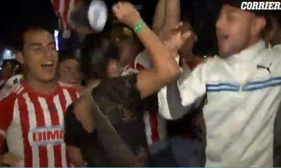 Tifozët e prekin në të pasme, gazetarja i godet me mikrofon (VIDEO)