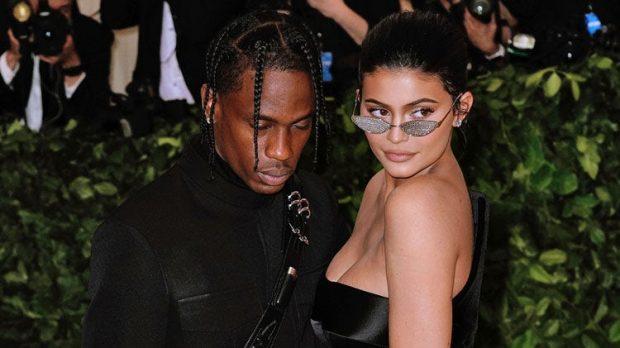 Kylie Jenner dhe Travis Scott kanë një lidhje shumë të mirë, por kur vjen puna tek ndërrimi i pelenave ata…