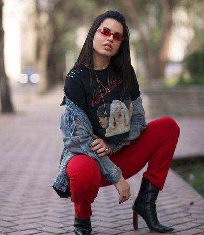 """""""Kapardisu me lekët e popullit …"""" Komentuesi acaron Armina Mevlanin! Blogerja e bën të pendohet (FOTO)"""