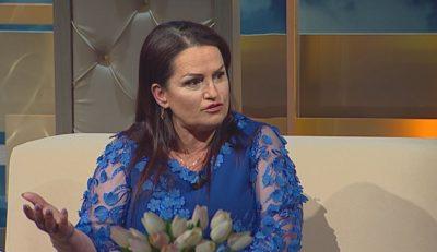 """""""VJEN FUQISHËM""""/ Fatmira Breçani me 3 këngë të reja, ja me kë do bashkpunojë (VIDEO)"""