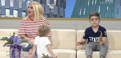 Julka Gramo tregon marrëdhënien me djemtë: Mëmësia më ka ndryshuar… (VIDEO)