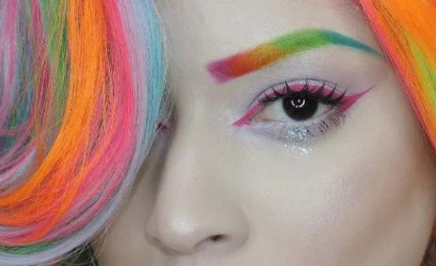 A janë vetullat ylber çmenduria e fundit e trendeve të make up-it? (FOTO)