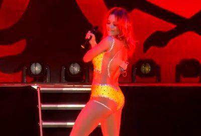 Pas koncertit madhështor në Tiranë, Rita Ora pozon me bikini dhe duket YLL (FOTO)