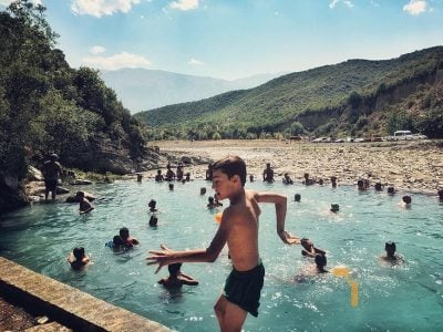 Ku të shkojmë këtë fundjavë? Eksplorim në një ndër destinacionet shqiptare më tërheqëse dhe kuruese