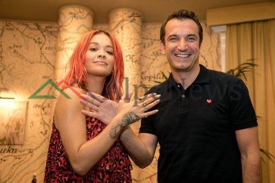 Rita Ora ÇMENDI shqiptarët! Ja sa ishte pjesëmarrja në koncertin e saj (FOTO)