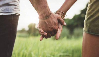 Mënyra se si rrini kapur për dore me partnerin! Ja se cilat janë sekretet që me siguri nuk i dinit…
