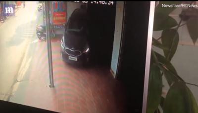 Po e ndihmonte të parkonte, por gruaja përplas në mur të riun (VIDEO)