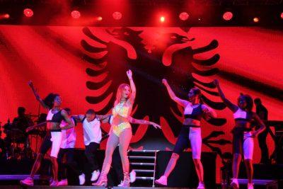 Rita Ora entuziaste: 250 mijë njerëz dolën në Tiranë për mua, kam kaluar kohën më të bukur ndonjëherë