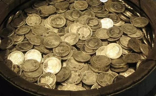 Zbulohen 600 monedha ari në një bodrum, ja kujt viti i përkasin