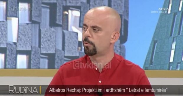 """Pasi pësoi vdekjen klinike, Albatros Rexhaj trondit me deklaratën: """"Po shkruaj testamentin tim artistik"""""""