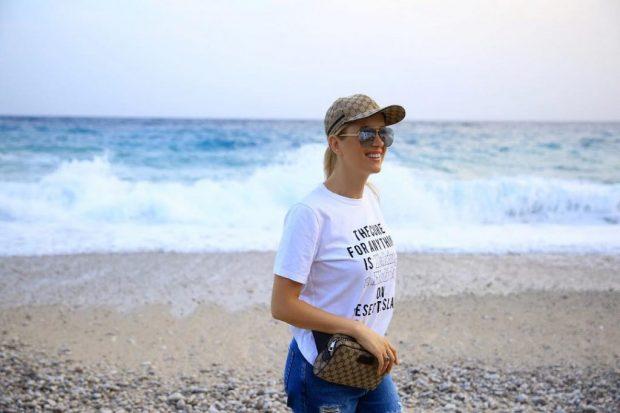 E veshur me BIKINI, Alketa Vejsiu tregon të PASMET nga Afrika: Ky vend më… (FOTO)
