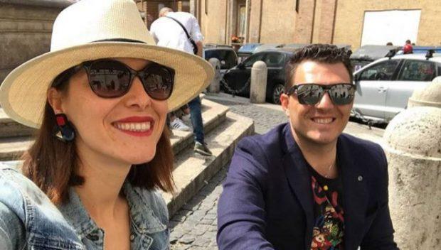 """Flet gazetari shqiptar: Si e njoha dashurinë e jetës sime vetëm me ''1 like"""" dhe pastaj…"""