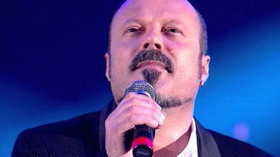 Endri Stefi u nxjerr të palarat kolegëve: Këngët me 10 mln klikime janë false, i blejnë me…