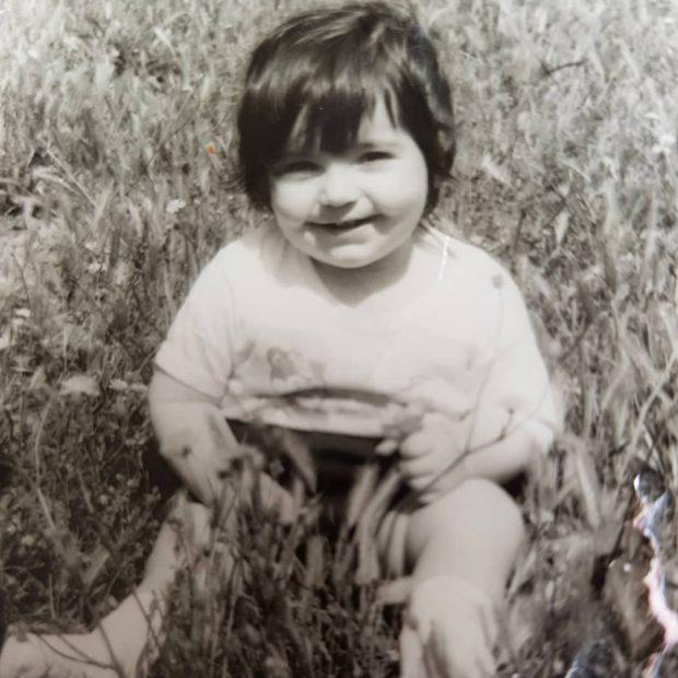 E njihni këtë vogëlushe? 35 vite më pas, ajo është ndër moderatoret më të suksesshme shqiptare (FOTO)