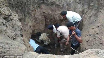 Ra në pusin e thellë, i gjithë fshati në përpjekje për të shpëtuar 4-vjeçarin