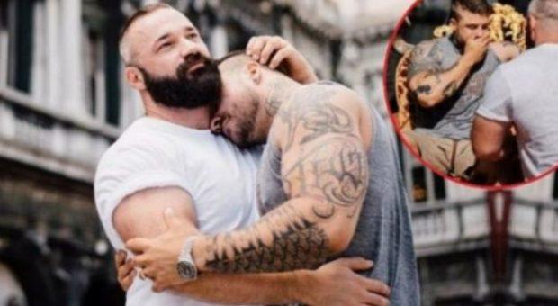 """Muskulozët """"trondisin"""" botën! Bodybuilder-i gjerman i propozon të dashurit të tij në Venecia"""