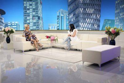 """Këngëtarja shqiptare përlotet në emision: """"Nëna ime ndroi jetë, ditët që kurorëzova dashurinë"""""""