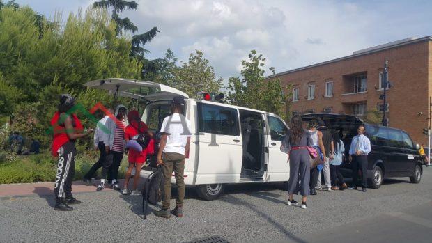 """RITA NË TIRANË/ Nisin përgatitjet në """"Sheshin Skenderbej"""". Stafi i këngëtares ka… (FOTO)"""