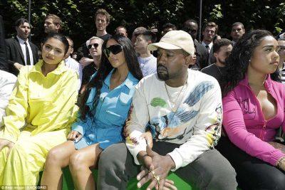 Kim Kardashian shkel në Paris pas 1 viti e gjysmë nga grabitja dhe siguria ka gjithë sytë mbi të