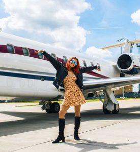Rita Ora MBËRRIN në Tiranë familjarisht! Veliaj i pret në zyrë…