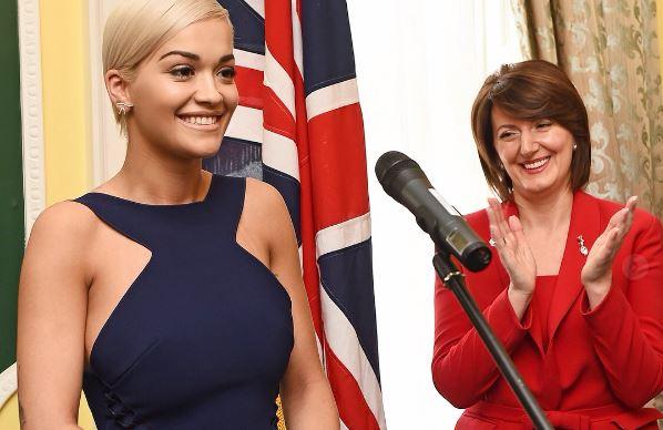 Rita Ora nostalgjike, kujton momentin kur u shpall ambasadore NDERI në Kosovë…