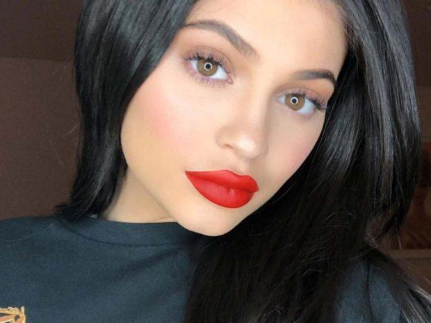 NUK ZGJATI SHUMË/  Kylie Jenner rikthen sërish buzët e bëra… (FOTO)