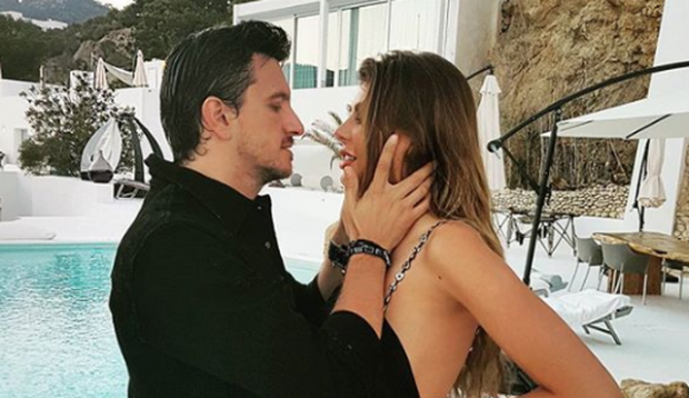 SHUMA MARRAMENDËSE/ Ja sa kushton unaza me diamant që i dhuroi burri Angela Martinit