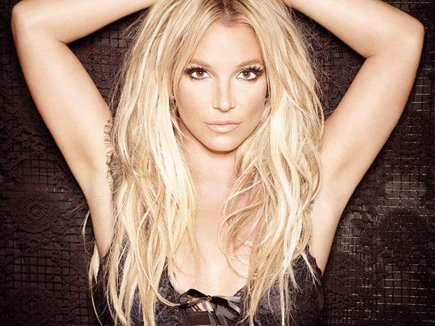 Ups! Britney-t i doli pak gjoksi në skenë, por kurrsesi nuk e ndaloi performancën