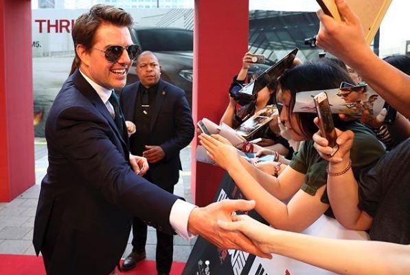 Tom Cruise harron zinxhirin e pantallonave hapur dhe ç'të shohësh (FOTO)