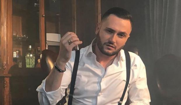 Bes Kallaku publikoi këngën e re/ Ja detaj që me siguri na shpëtoi të gjithve (FOTO+VIDEO)